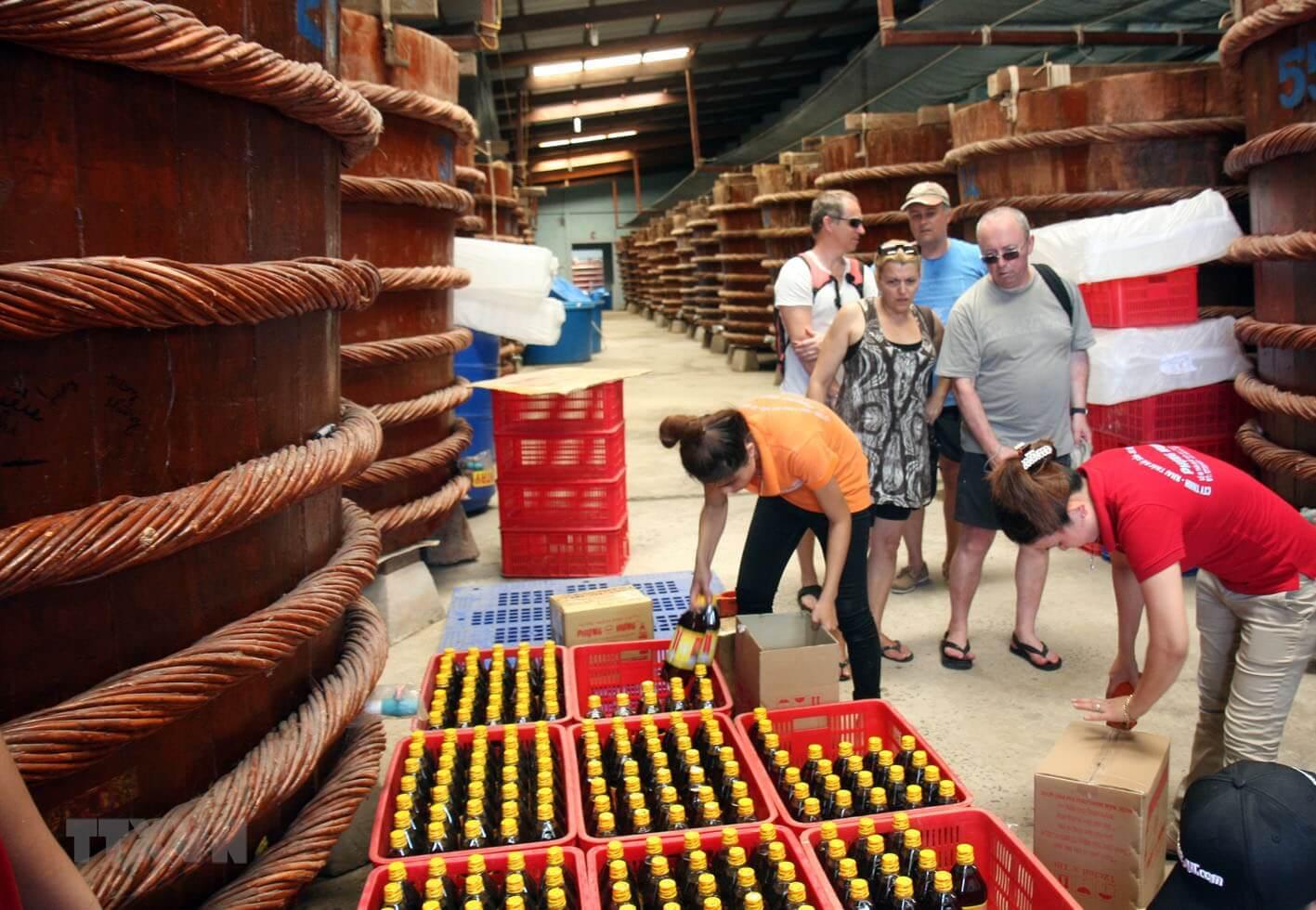 Hướng dẫn chọn nước mắm Phú Quốc truyền thống làm quà tặng