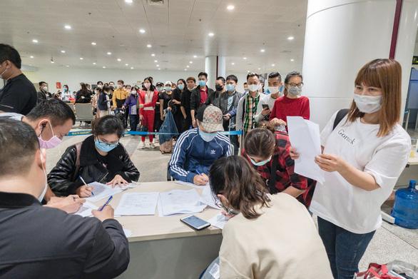 Việt Nam tạm dừng nhập cảnh với người nước ngoài từ 0h ngày 22.3 vì COVID-19
