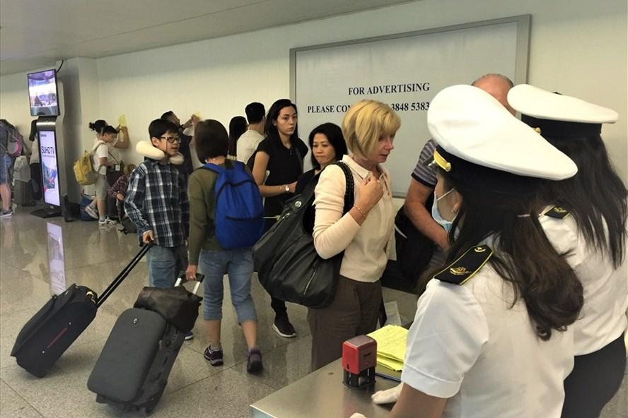 COVID-19: Việt Nam tạm dừng miễn visa cho 8 nước Châu Âu