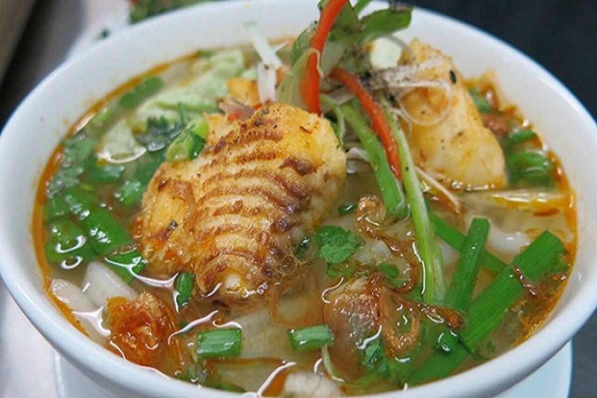 Bánh canh cá lóc Huế - Món ngon đậm vị Huế thương